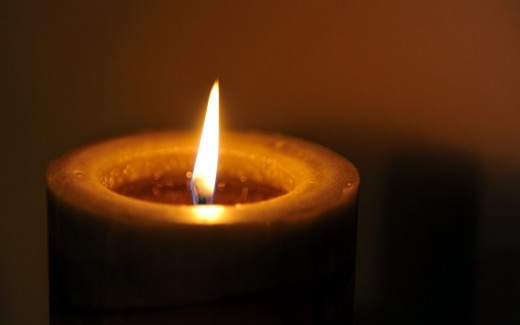 Single-Candle-Wallpaper-520x325